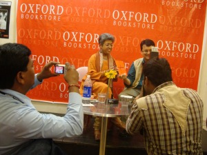 Ranjit Hoskote launches 'Rupture' in Mumbai